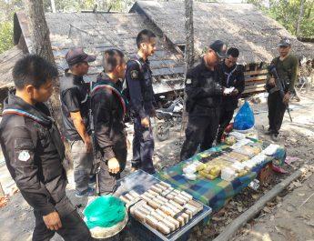 ทหารตำรวจจับยาบ้า 240,000 เม็ด พร้อม ไอซ์ 1 กิโล คาดเป็นหมู่บ้านพักยาที่อำเภออมก๋อย เตรียมขยายผล